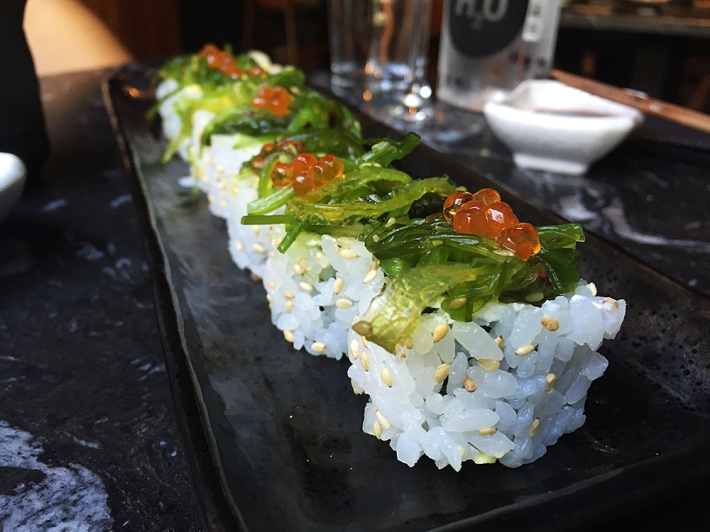 uramaki-wakame-roll-robata-verytastyblog